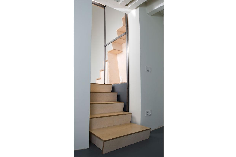 Keuken Met Trap : Schrijnwerker houtwerken keuken dressing trap enz ememain be